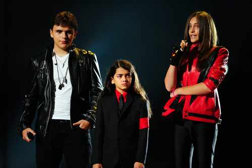 Принс, Пэрис и Блэнкет Джексон