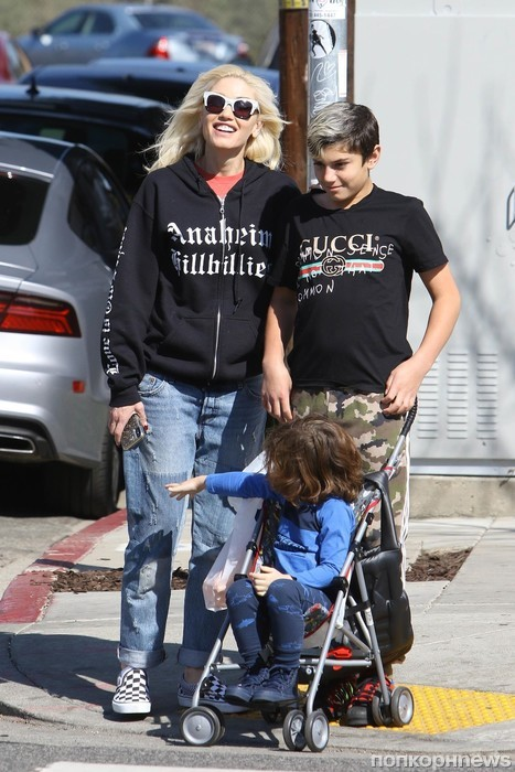 Гвен Стефани ходит по магазинам с детьми