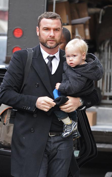 Лив Шрайбер с сыном