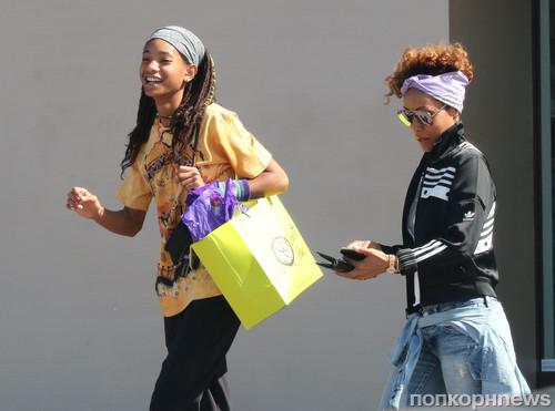 Супруга и дочка Уилла Смита на шопинге