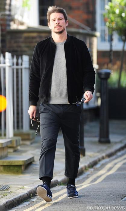 Джош Хартнетт замечен в Лондоне со своей беременной девушкой