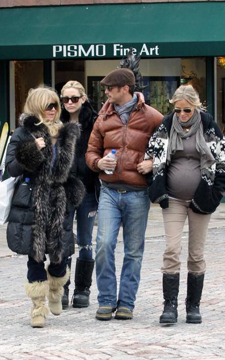 Кейт Хадсон с дурзьями и мамой