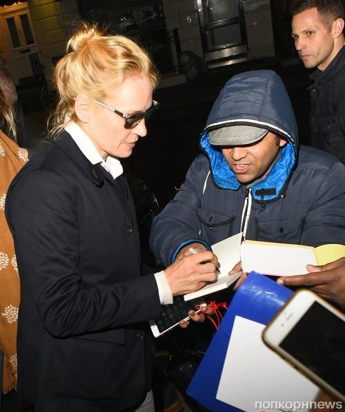 Ума Турман возвращается в свой отель в Лондоне