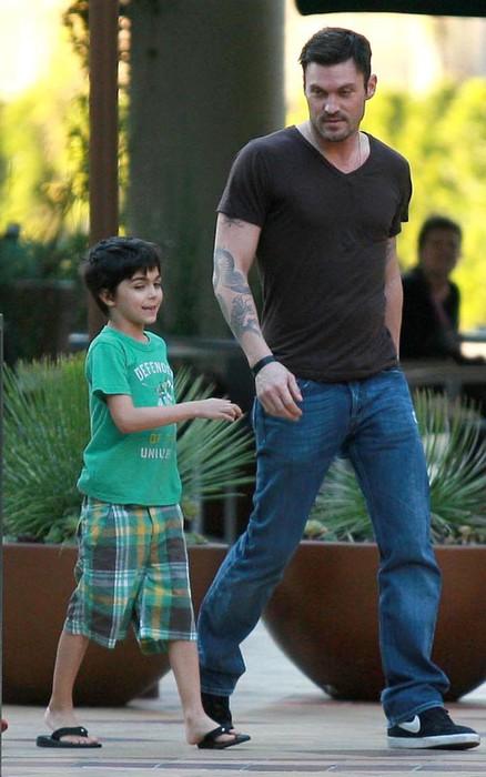 Брайан Остин Грин с сыном