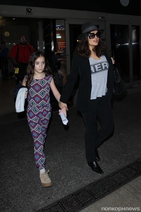 Сальма Хайек с дочкой Валентиной в аэропорту Лос-Анджелеса