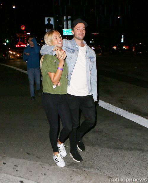 Патрик Шварценеггер и его новая девушка покидают концерт Джастина Бибера
