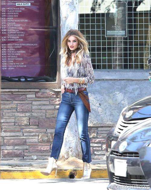Роузи Хантингтон-Уайтли на фотосессии для джинсового бренда