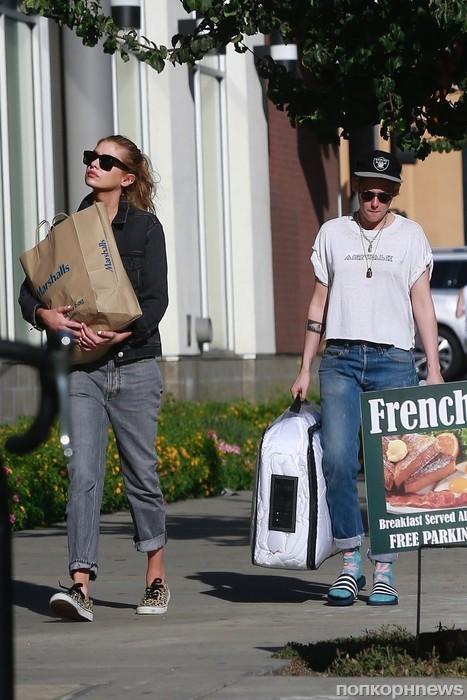 Кристен и Стелла вместе ходят за продуктами и ведут себя как вполне «взрослая» пара