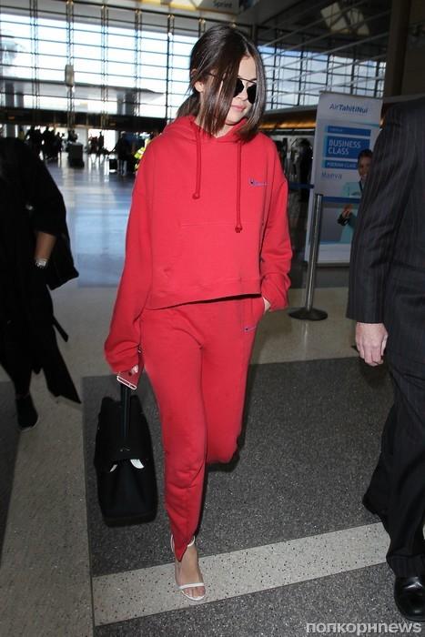 Селена Гомес в аэропорту Лос-Анджелеса