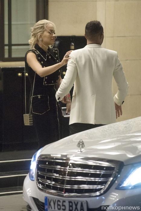Рита Ора и Льюис Хэмилтон вместе покидают отель в Дорчестере