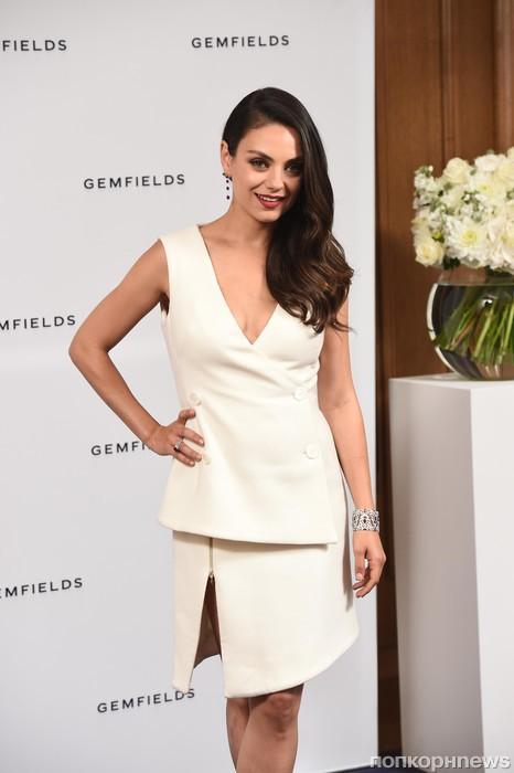 Мила Кунис представила новую ювелирную коллекцию Gemfields в Лондоне