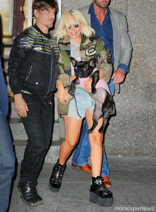 Lady GaGa и ее любимица Азия покидают концертный зал