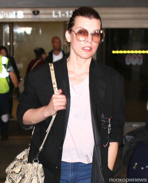 Милла Йовович в аэропорту Лос-Анджелеса