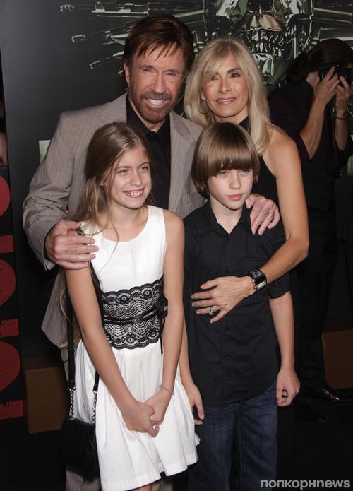 Чак Норрис с семьей