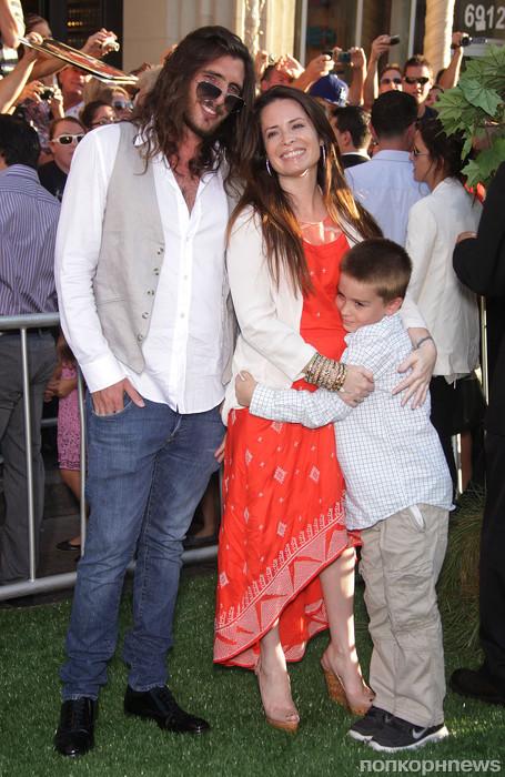 Холли Мари Комбс с семьей