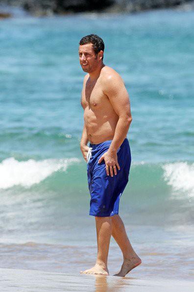 Адам Сэндлер на пляже адам сэндлер фильмы