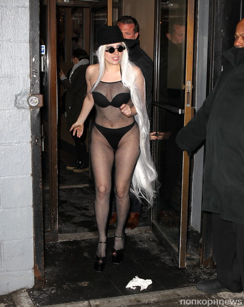 Эпатажная Lady GaGa разгуливает по Нью-Йорку