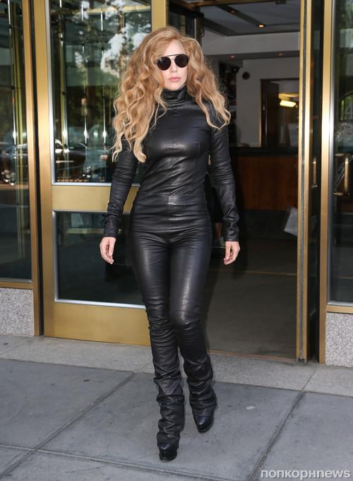 Lady GaGa ���������� ������������������ � �������