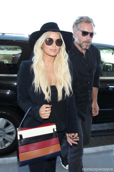Джессика Симпсон и ее муж Эрик Джонсон улетают из Лос-Анджелеса