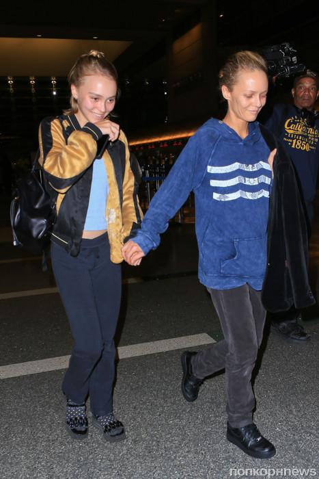 Ванесса Паради с дочерью Лили Роуз замечены в аэропорту Парижа