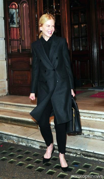 Николь Кидман покидает театр после своего спектакля