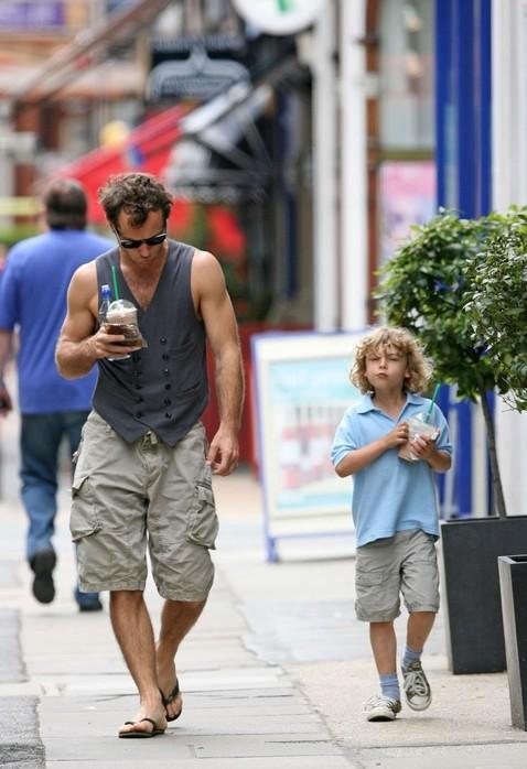 Джуд Лоу с сыном