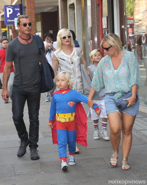 Гвен Стефани с мужем и детьми в Лондоне