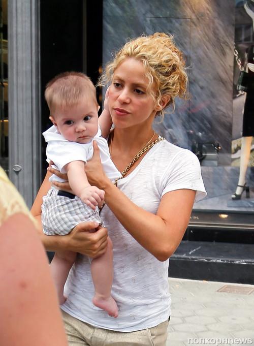 Шакира с младшим сыном Сашей побывала у педиатра