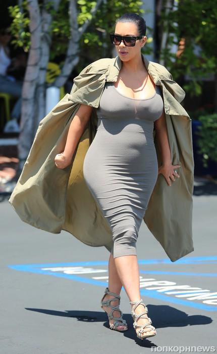 Беременная Ким Кардашян прошлась по магазинам в Западном Голливуде