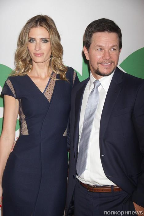 Марк Уолберг с женой