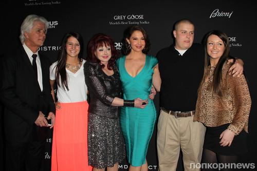 Эшли Джадд с семьей