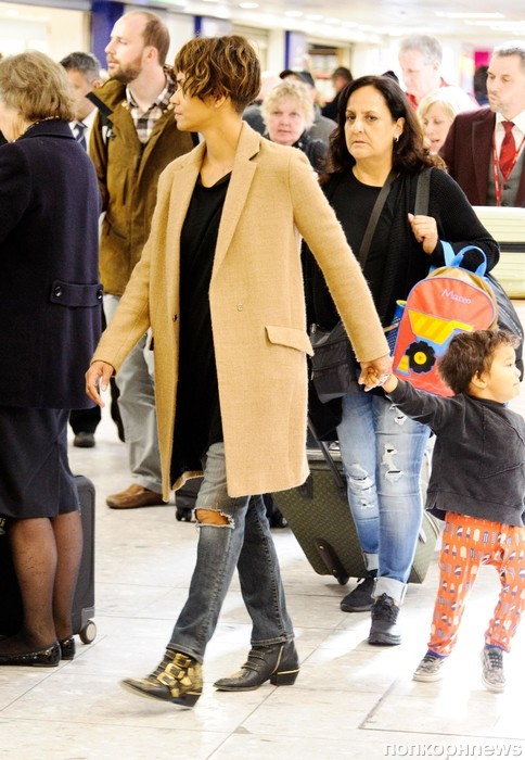 Холли Берри прилетела в Лондон