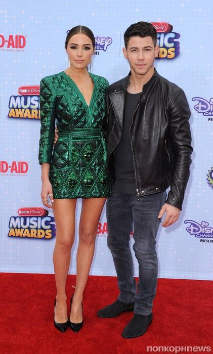 Ник Джонас со своей девушкой