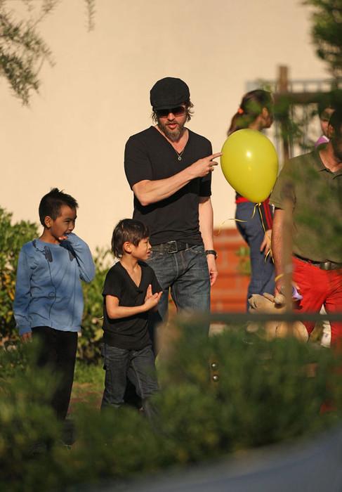 Брэд Питт и дети