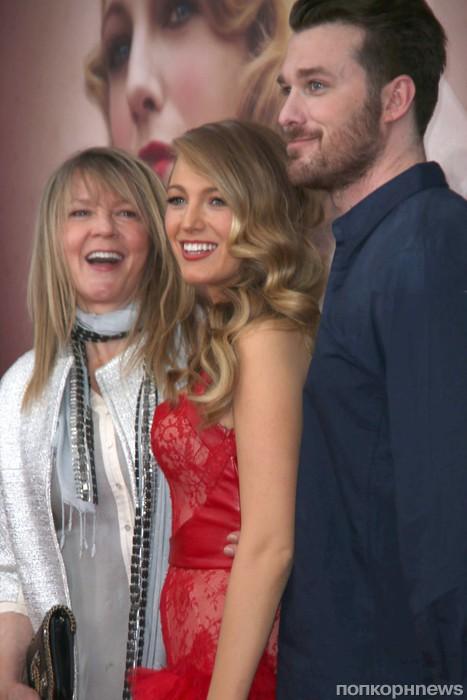 Блейк Лайвли с мамой и братом