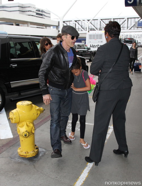 Холли Берри и Оливье Мартинес замечены с детьми в аэропорту Лос-Анджелеса