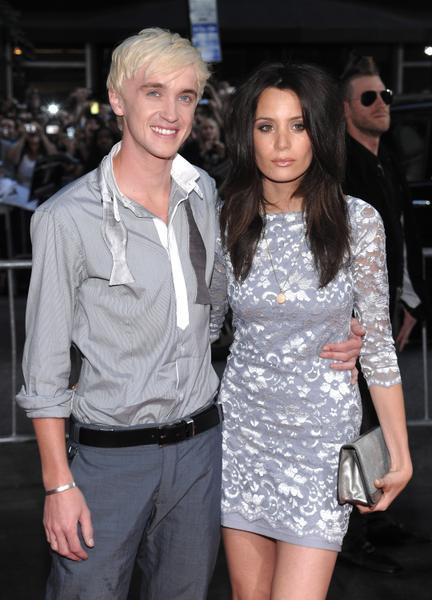 Том Фелтон со своей подружкой