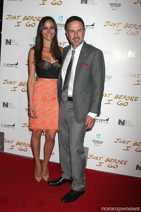 Дэвид Аркетт с женой