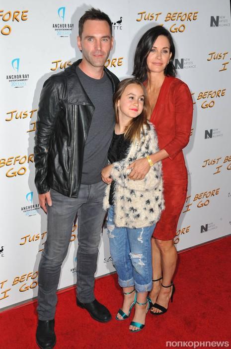 Кортни Кокс с дочерью Коко и женихом Джонни МакДэйдом