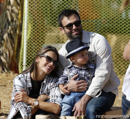 Алессандра Амбросио с семьей