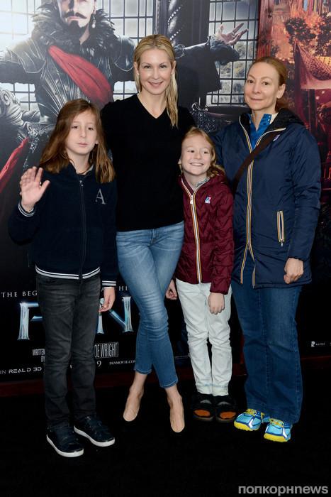 Келли Разерфорд  с детьми