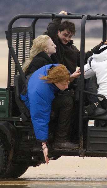 Фото со съемок «Гарри Поттера»: похороны Добби: http://www.popcornnews.ru/news/77716