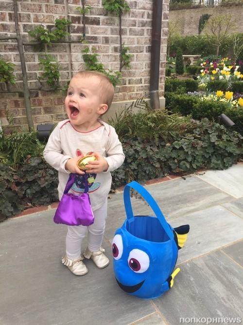 Дочь Келли Кларксон явно не в восторге от пасхального кролика