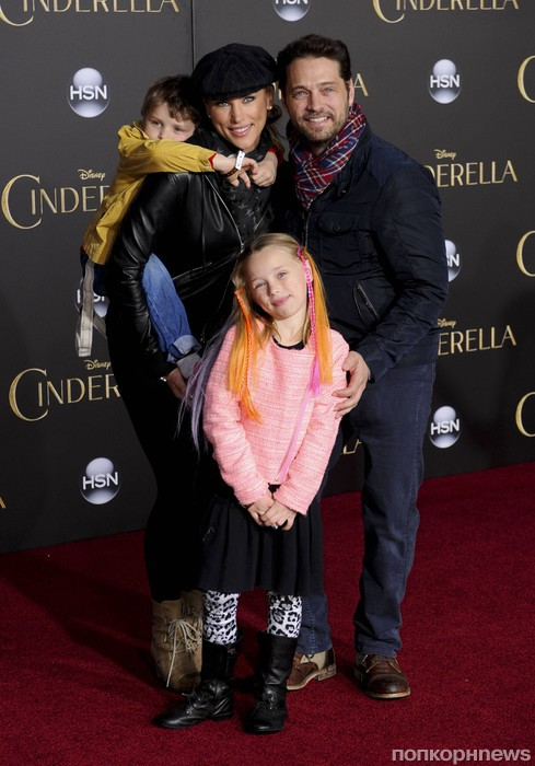 Джейсон Пристли с семьей