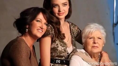 Бабушка как бы не взначайпоказывала свои прелести