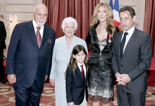 Селин Дион с сыном рядом с Николя Саркози