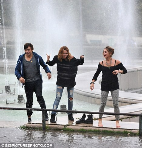В фонтане в центре Парижа