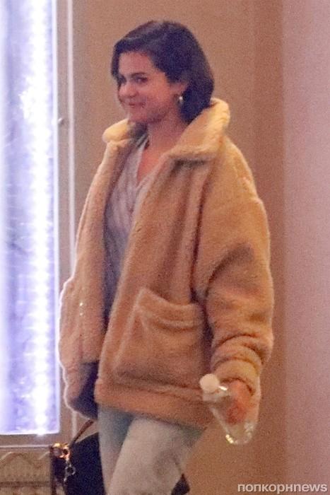 Селена Гомес после посещения церкви в Беверли Хиллз