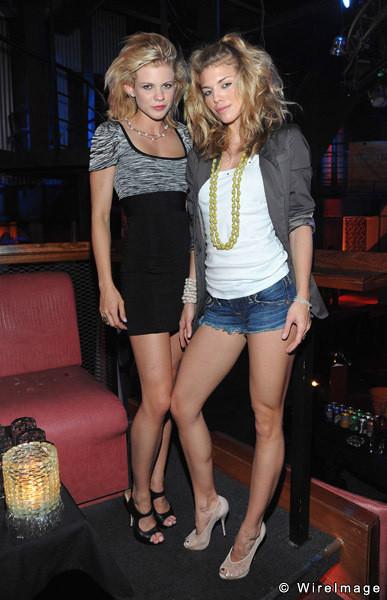Анна-Линн МакКорд  с сестрой