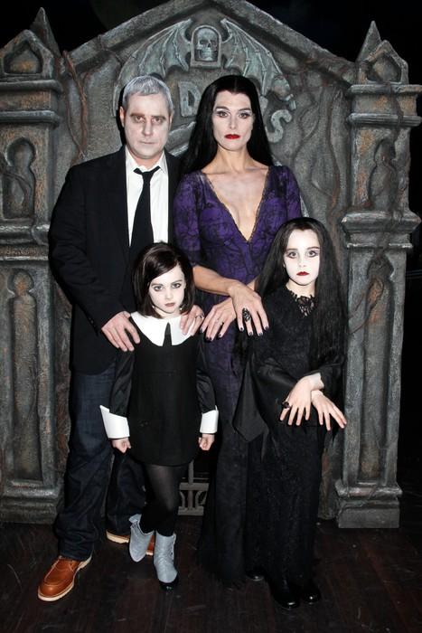 Брук Шилдс и ее семейка Аддамс